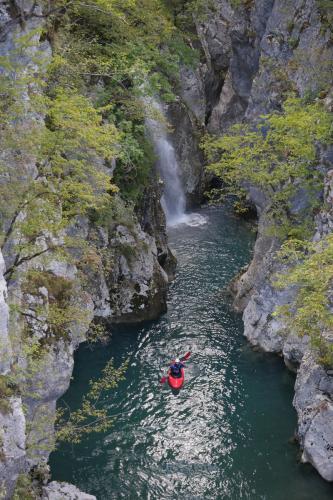 tropoje-kayakking